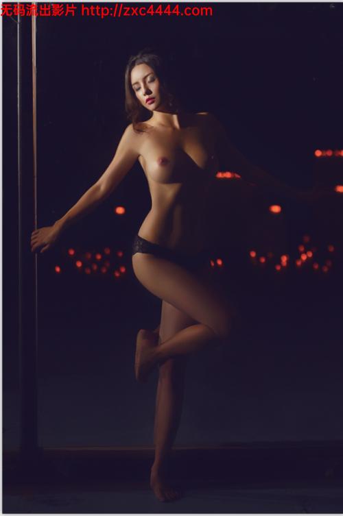 最新价值800元的段王爷众筹私拍美女樱桃 特别版纪念节私房套图【127P/40M】