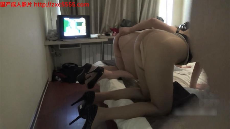 苗条丰满两个熟妇跪爬翘起美臀求操挡不住感觉硬的要虚了双插性福
